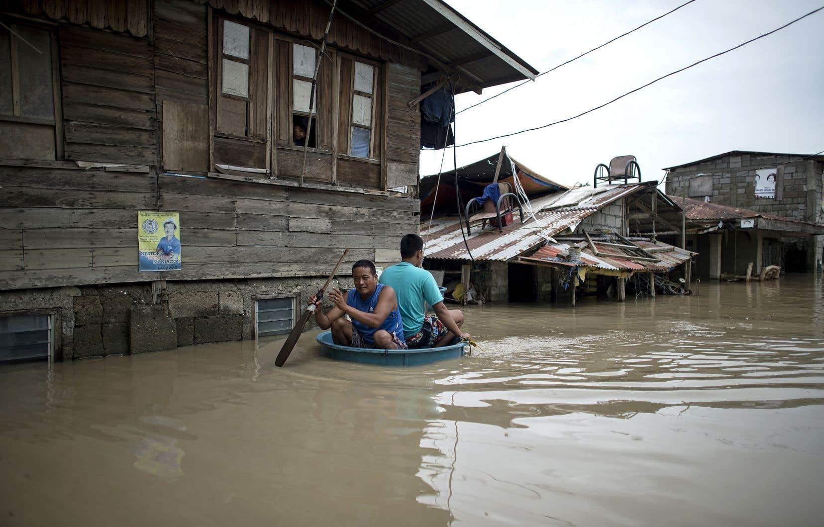 Les événements climatiques extrêmes (inondations, tempêtes...) et les catastrophes naturelles majeures (temblements de terre, tsunamis...) font partie des principaux risques mondiaux.
