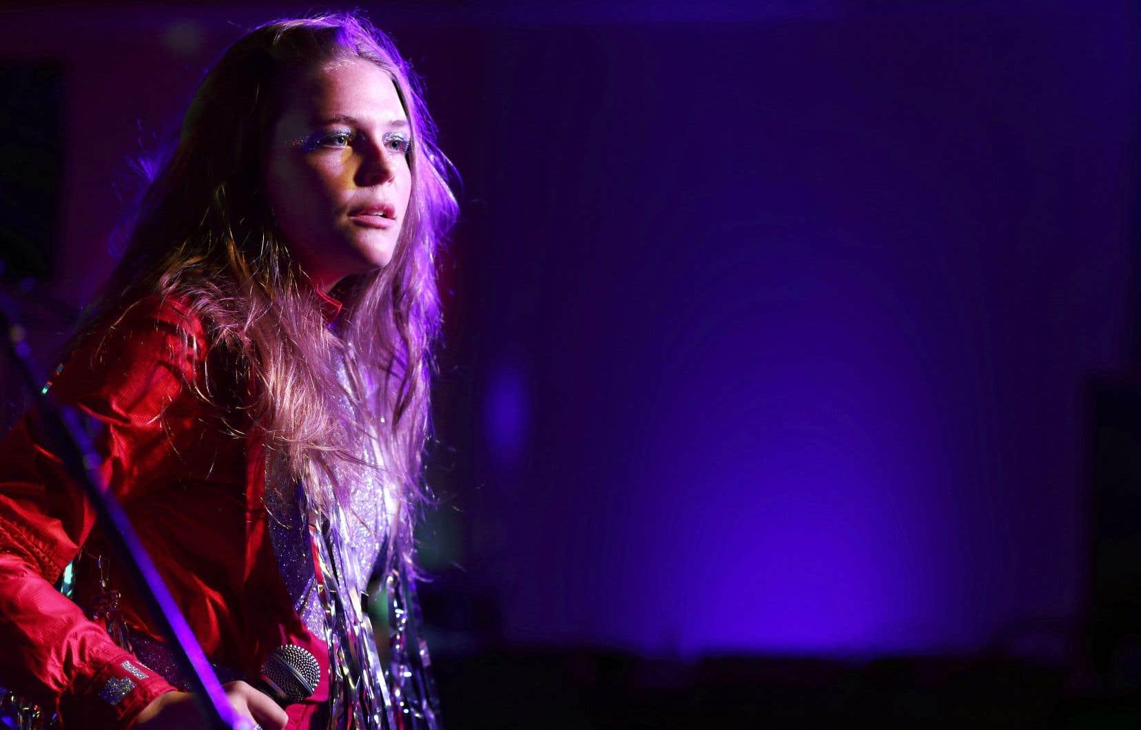 L'artiste de 24ans Maggie Rogers s'apprête à prendre la planète pop d'assaut de la plus douce manière, avec des chansons mûries, confortables et rêvasseuses.