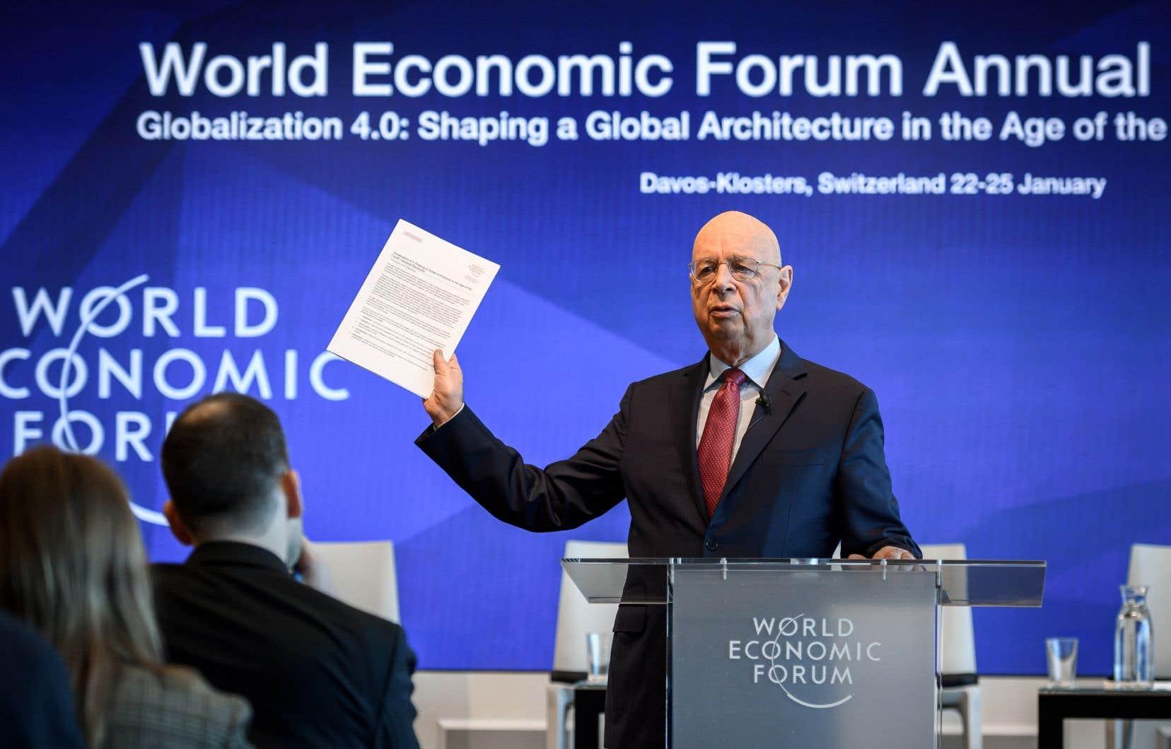 Klaus Schwab, fondateur du forum, défend une vision cohérente du monde d'aujourd'hui qui s'expose en deux volets.