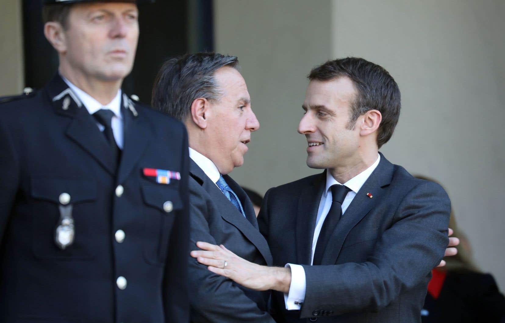Le président Emmanuel Macron a réservé un accueil chaleureux à François Legault, lundi à Paris, à l'occasion de la première visite officielle du premier ministre québécois en France. M. Legault a aussi rencontré le premier ministre Édouard Philippe, à Matignon.