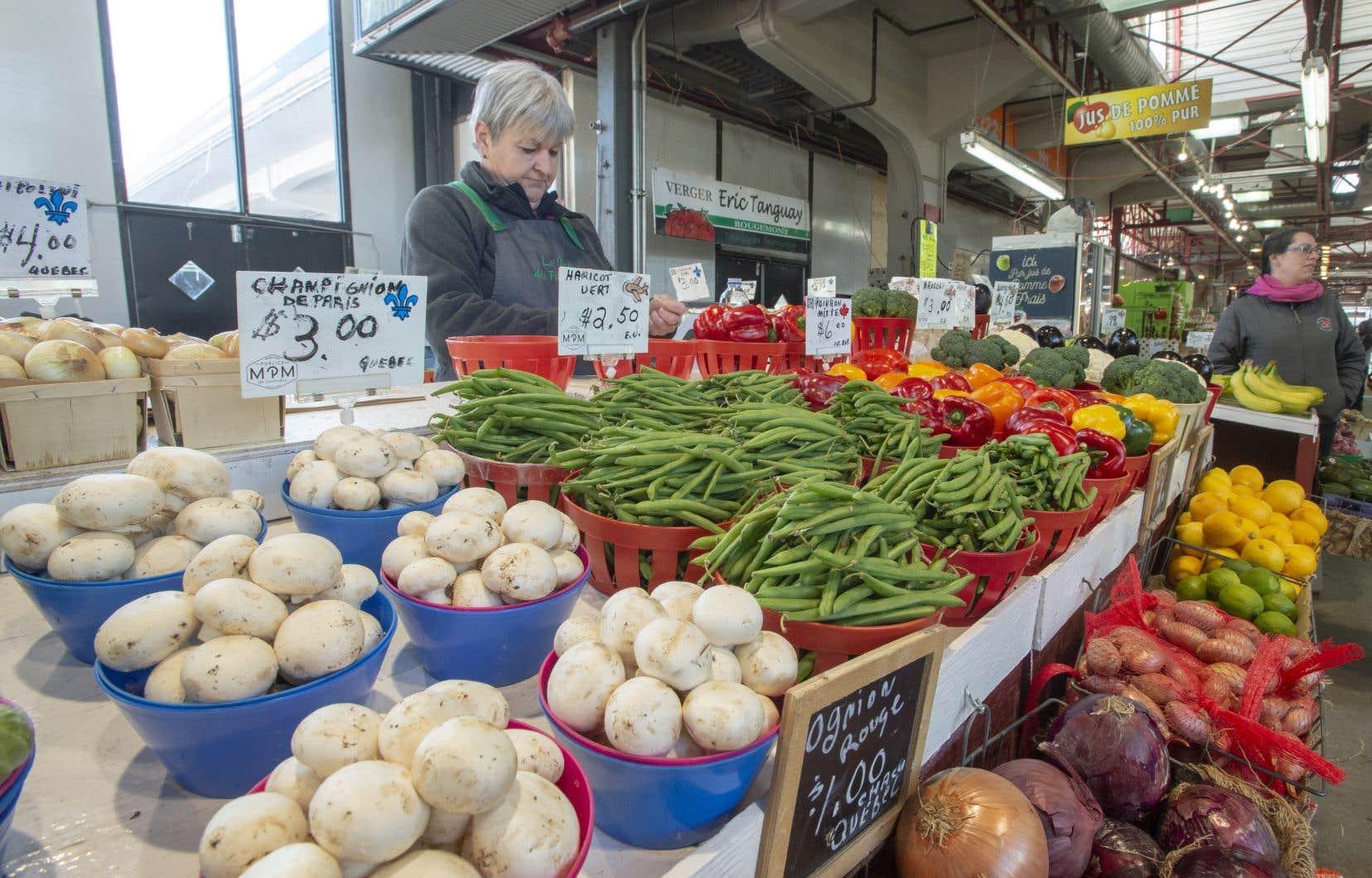 Les Québécois, s'ils s'approvisionnent surtout dans les supermarchés, ont un plaisir évident à fréquenter les marchés publics.