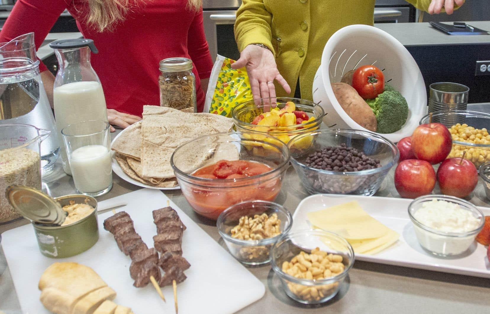 En plus d'encourager une alimentation riche en fruits et légumes et en protéines autres qu'animales, la nouvelle mouture du guide alimentaire canadien présente une section consacrée à l'alcool.