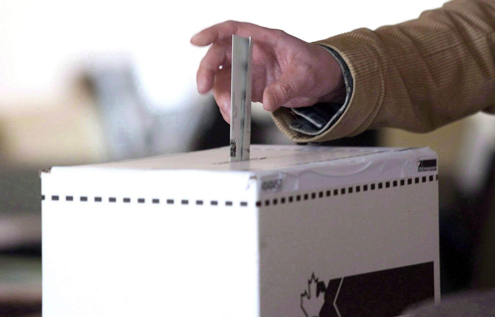 «Le droit de vote est fondamental en démocratie. Cessons d'invoquer des prétextes pour le nier aux Canadiens résidant à l'étranger», conclut l'auteur.