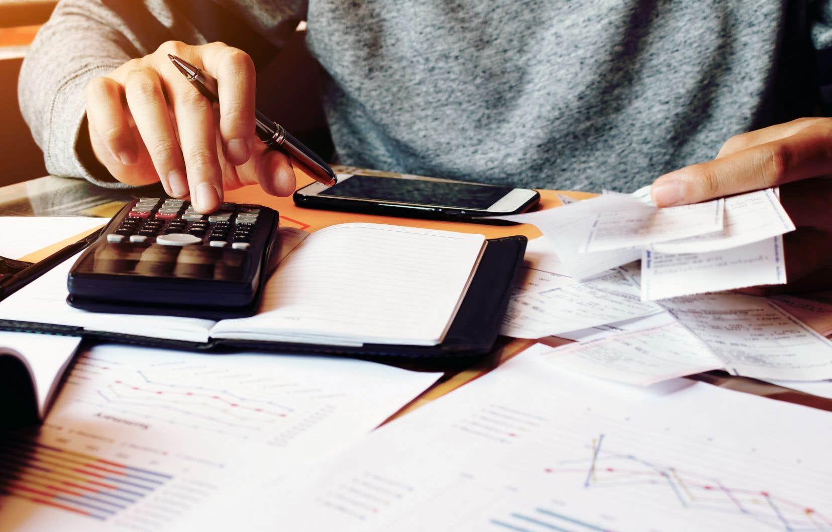 Les Canadienssont 46% à déclarer se retrouver à 200$ ou moins de l'insolvabilité chaque mois, après avoir payé leurs factures et leurs dettes mensuelles.