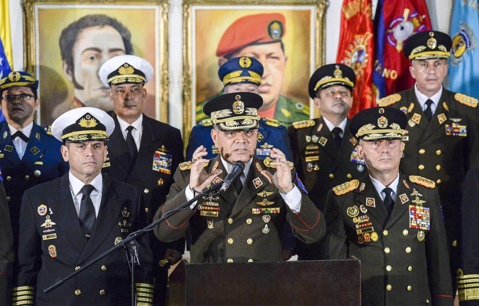 Le ministre vénézuélien de la Défense, Vladimir Padrino, a réitéré au président Maduro la «loyauté» de ses troupes, tentant de dissiper toute impression d'effritement au sein du corps militaire.
