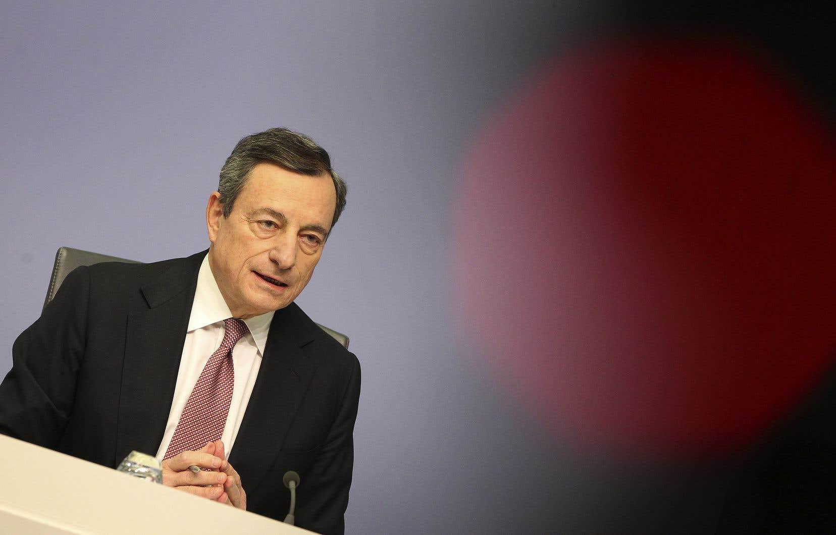 Soucieux de rassurer, Mario Draghi a néanmoins insisté sur le fait que le risque de récession restait «faible» aux yeux du Conseil des gouverneurs, balayant pour l'heure les scénarios les plus noirs.