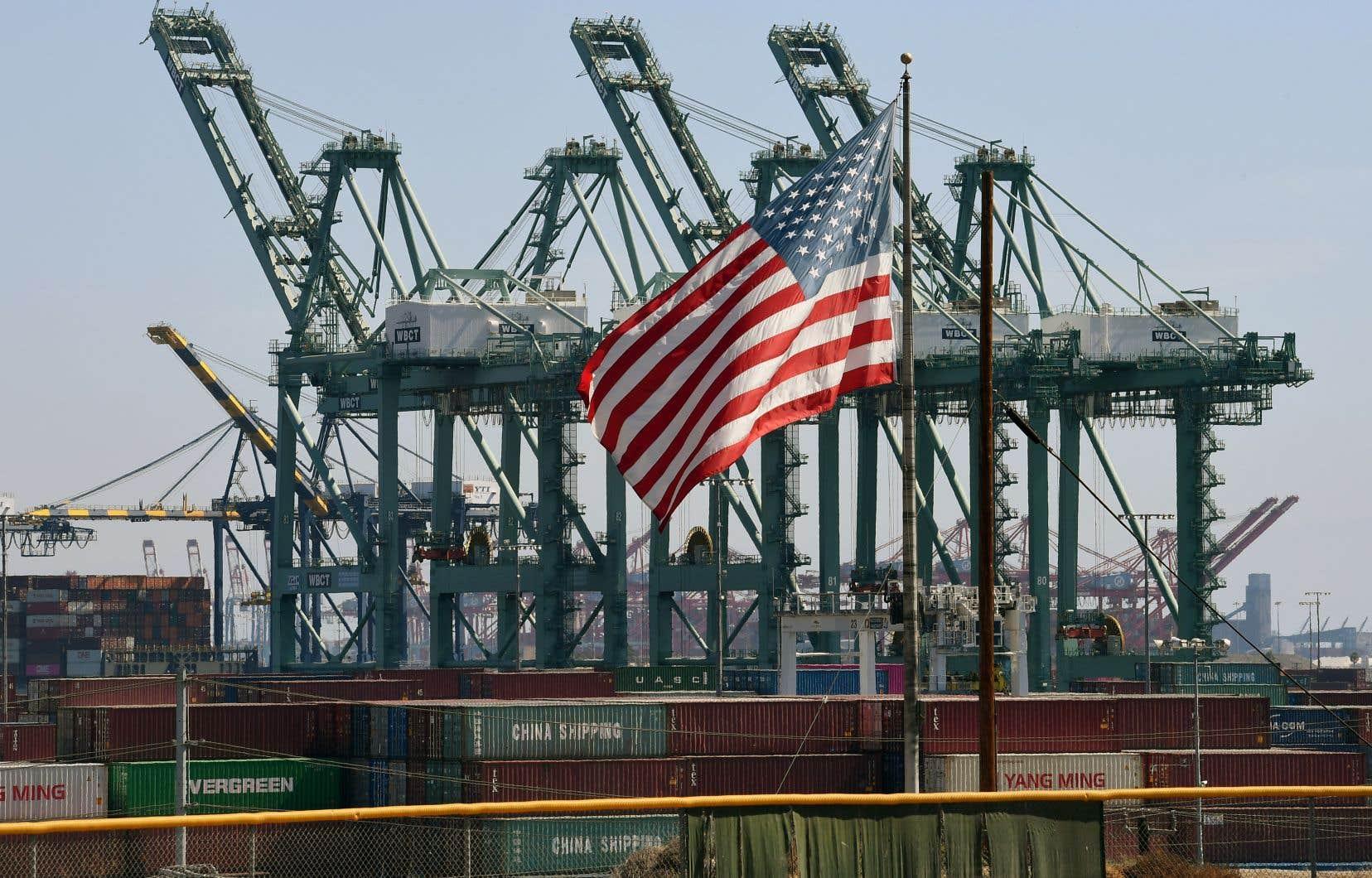 Les tarifs douaniers sur l'acier et l'aluminium ont notamment fait bondir le coût de fabrication des voitures et le coût de production des clous aux États-Unis, ont fait valoir des représentants de ces industries.
