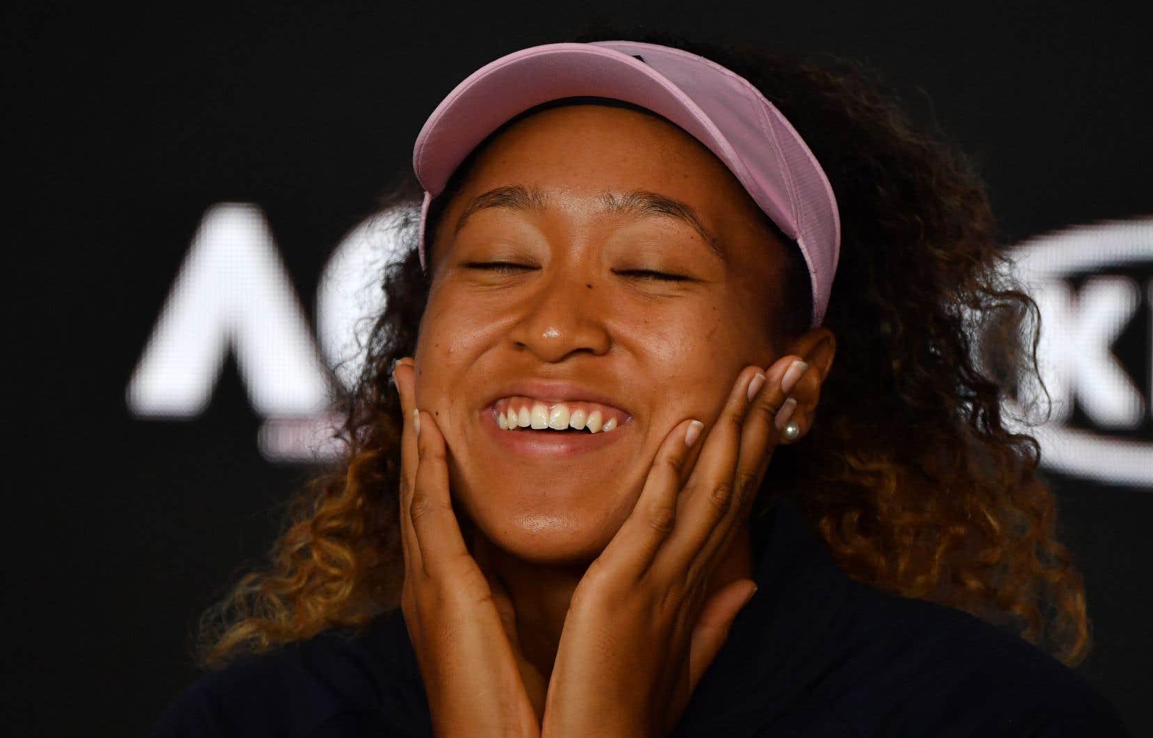 Âgée de 21ans, Osaka devient la première joueuse de tennis originaire du Japon à grimper au premier rang du classement de la WTA.