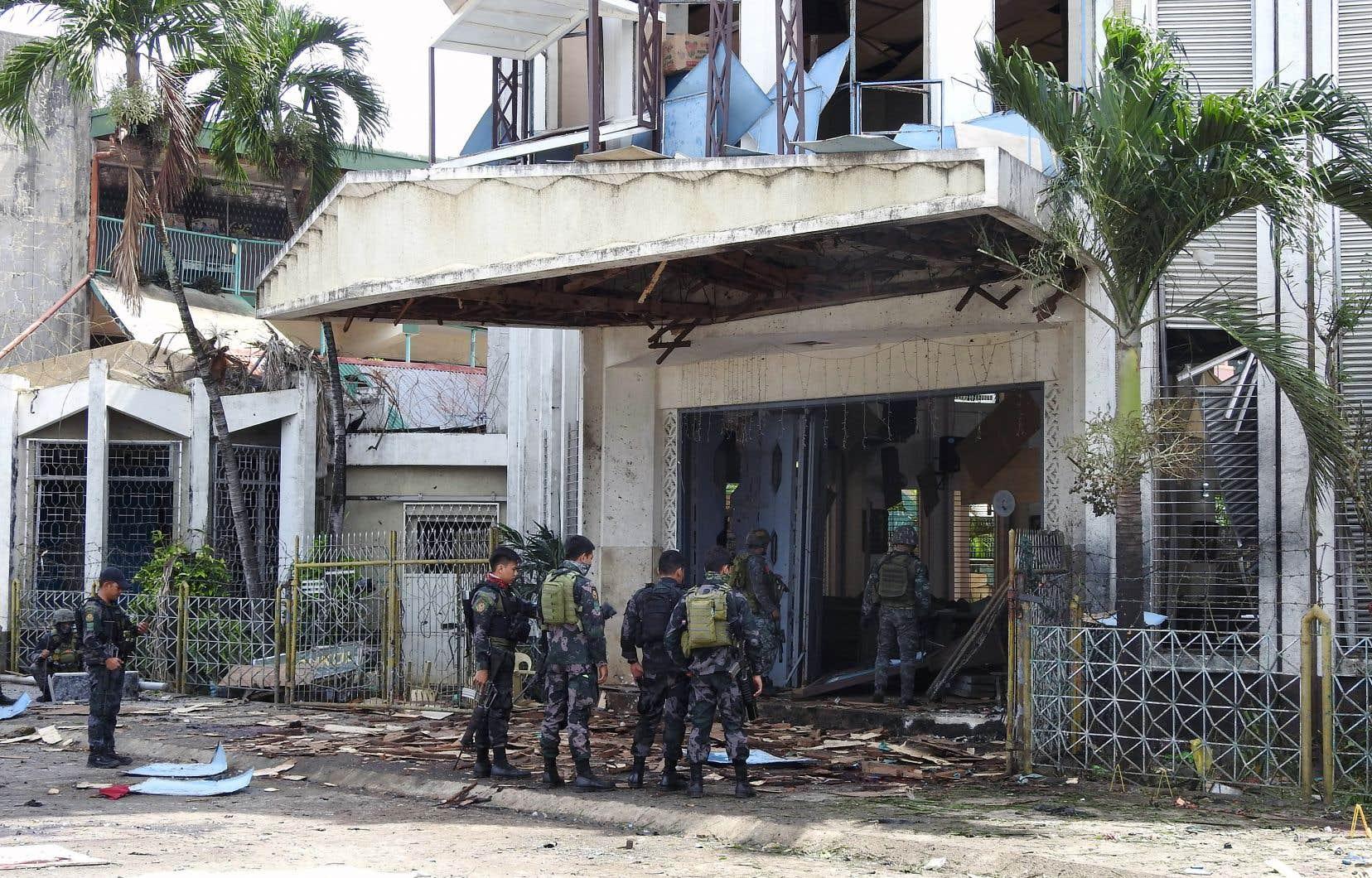 L'attentat, revendiqué par le groupe armé État islamique, a fait au moins 18 morts.
