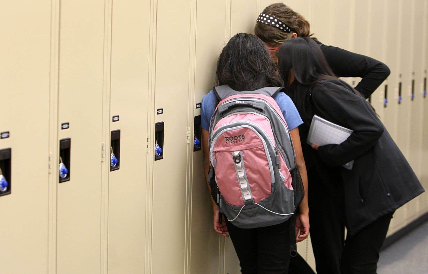 Depuis le21janvier dernier, plus de 80 élèves francophones ont été accueillis par les écoles secondaires de langue anglaise Riverdale et Lindsay.