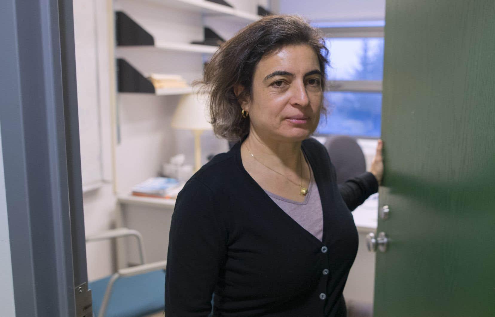 La direction de l'Alliance des professeures et professeurs de Montréal a annulé l'invitation faite à Nadia El-Mabrouk après l'éclatement d'une controverse chez les enseignants.