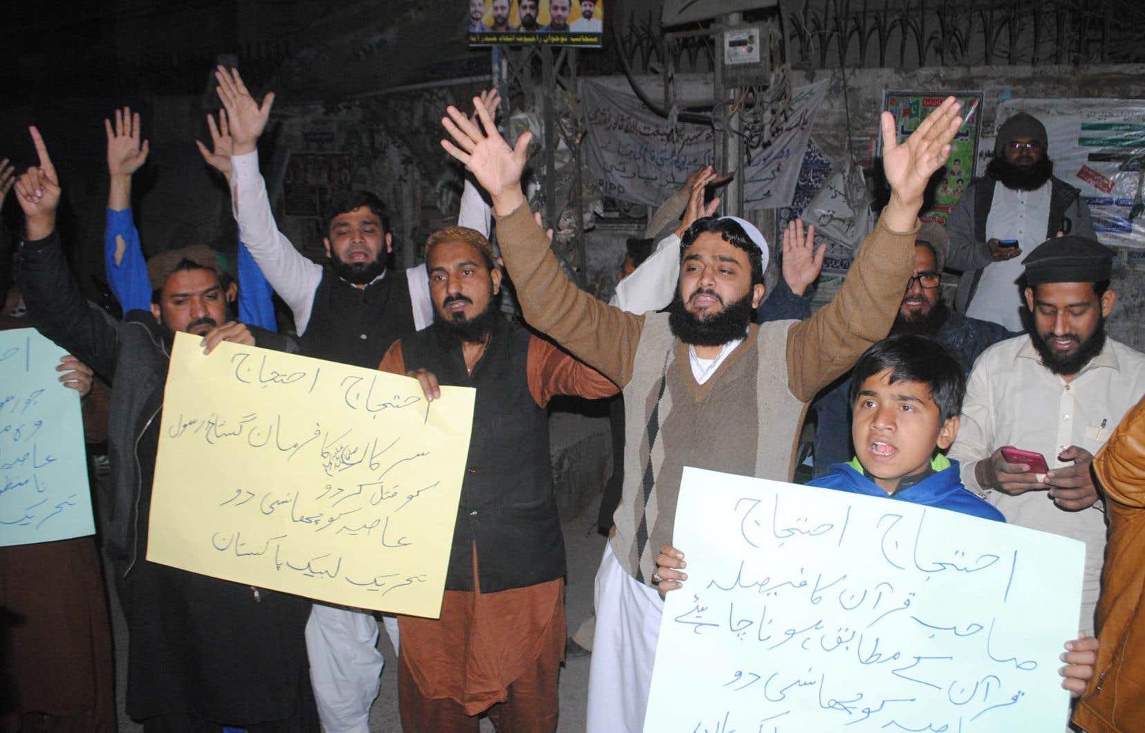 Des militants islamistes ont protesté mardi contre la décision de la Cour suprême pakistanaise.