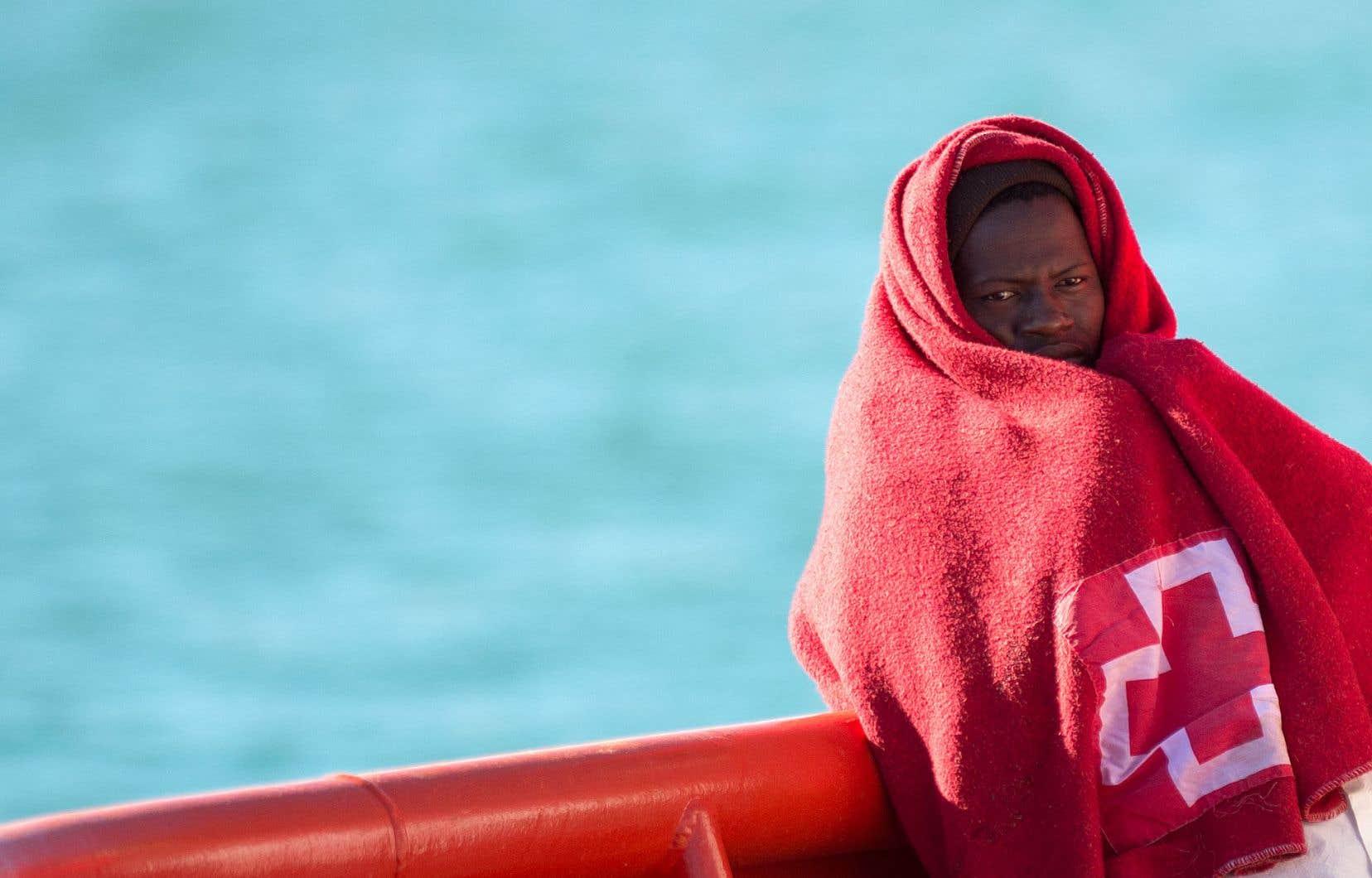 Six 2018la Méditerranée route morts jour reste par la en 54cjqR3SAL