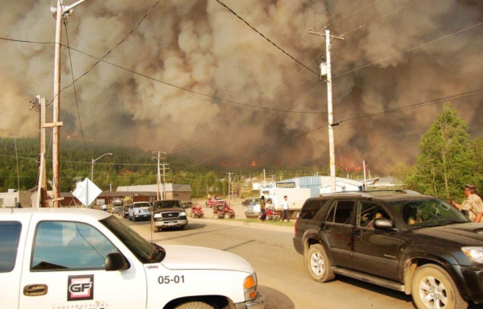 Le village attikamek de Wetomaci menacé par les flammes<br />