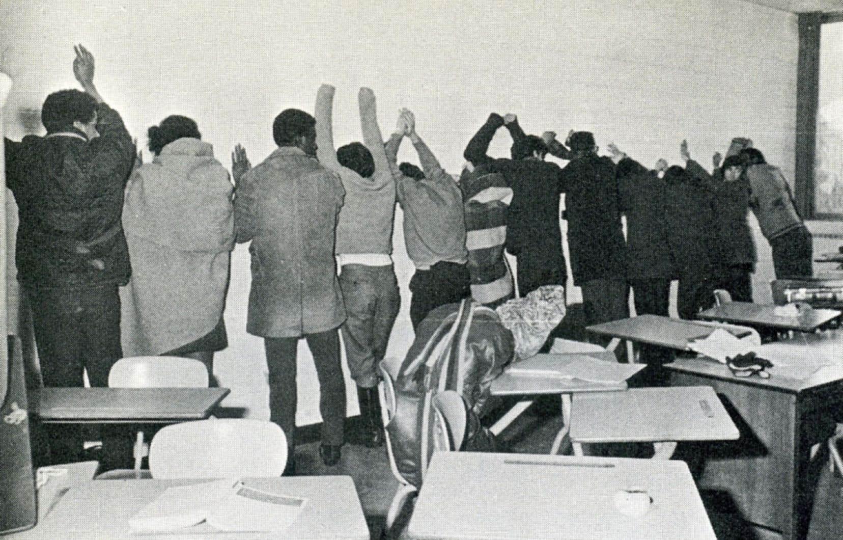 La répression policière musclée de l'occupation pacifique du pavillon Henry F. Hall de l'Université Sir George Williams, en février 1969, est racontée dans le documentaire «Ninth Floor», de Mina Shum.