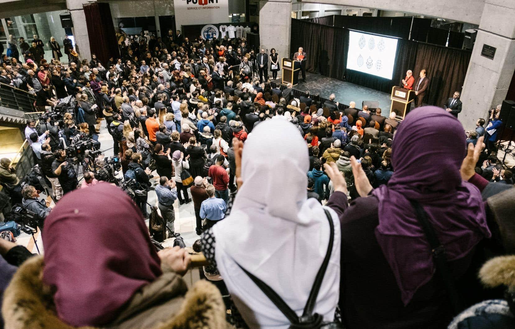 Boufeldja Benabdallah, président du Centre culturel islamique de Québec, comprend d'autant moins la remarque de François Legault que le premier ministre était présent à la cérémonie de commémoration de l'attentat (ci-dessus) et qu'il avait alors fait preuve de compassion.
