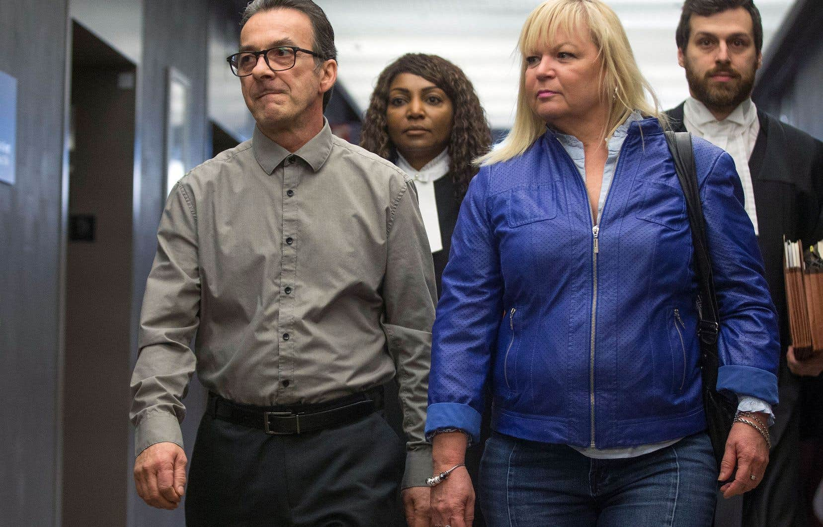 Michel Cadotte, accompagné de sa belle-sœur, Johanne Lizotte, qui a témoigné en sa faveur, et de ses avocats