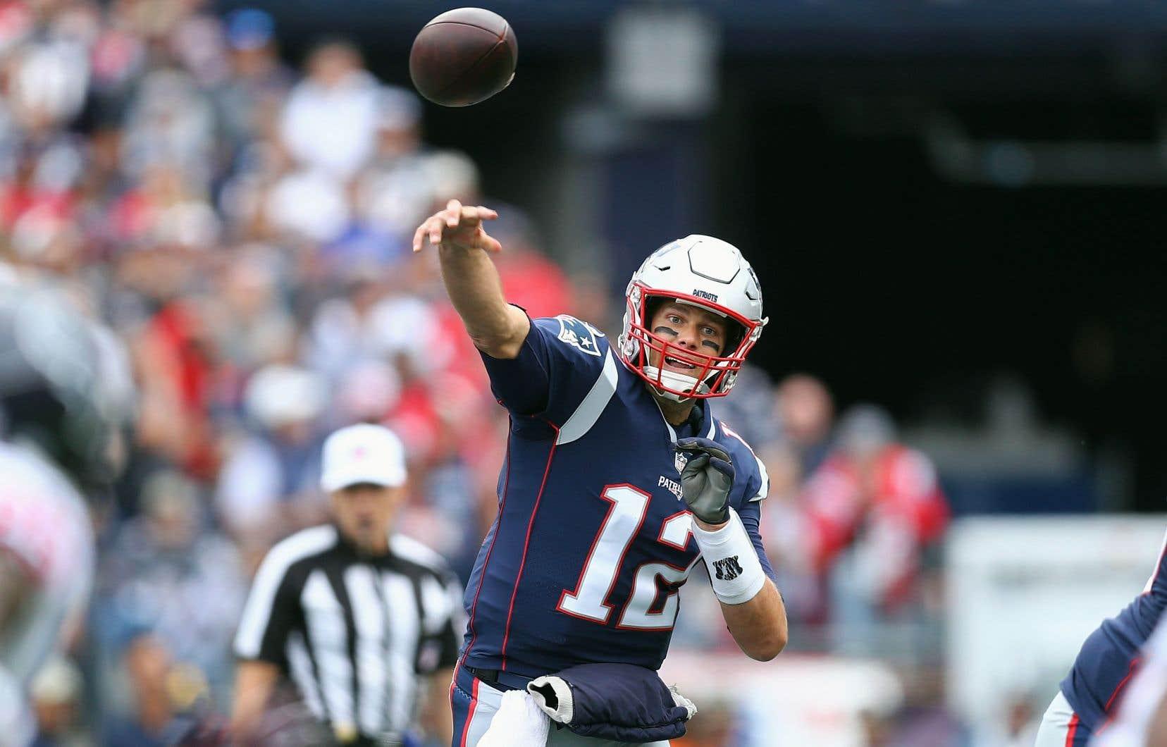 À 41 ans, Tom Brady pourrait surpasser dimanche Peyton Manning à titre de quart-arrière le plus âgé de l'histoire de la NFL à remporter un Super Bowl.