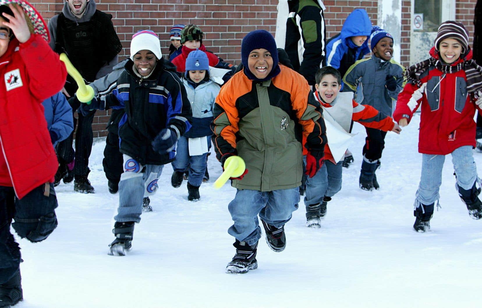 On a tellement peur qu'un parent se plaigne que son enfant tousse [...] qu'on préfère que les élèves restent tous à l'intérieur au lieu d'aller jouer dehors 15 minutes.