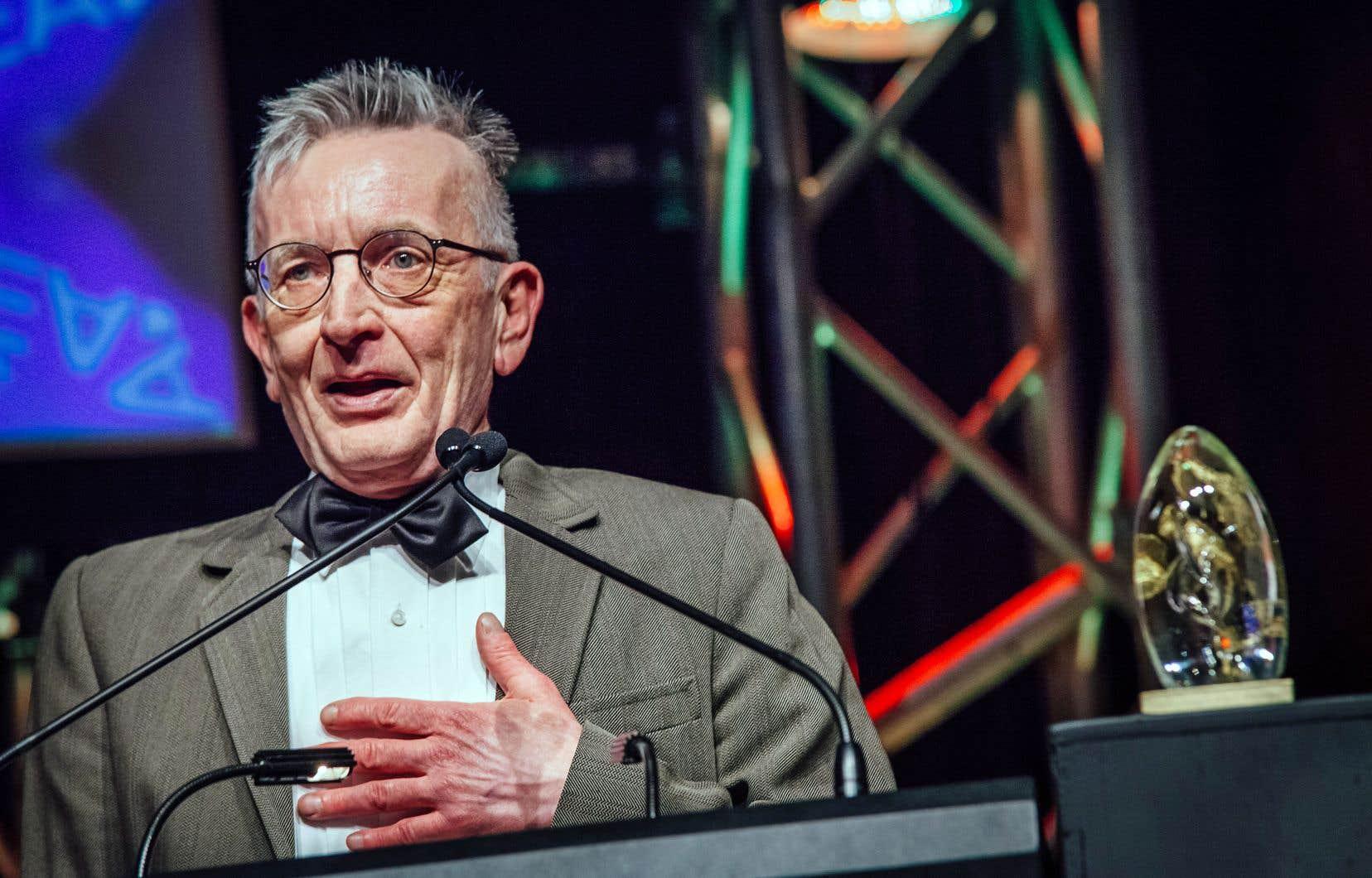 Le directeur général de la Société d'art vocal, André Lemay Roy, s'est vu remettre dimanche deux trophées.