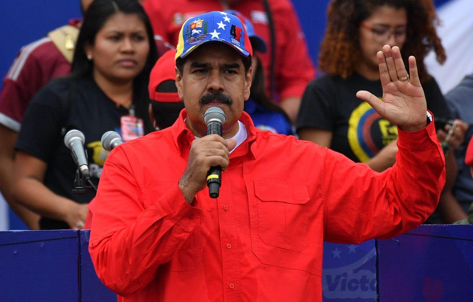 Nicolás Maduro a annoncé avoir écrit au pape François pour demander son aide et sa médiation.