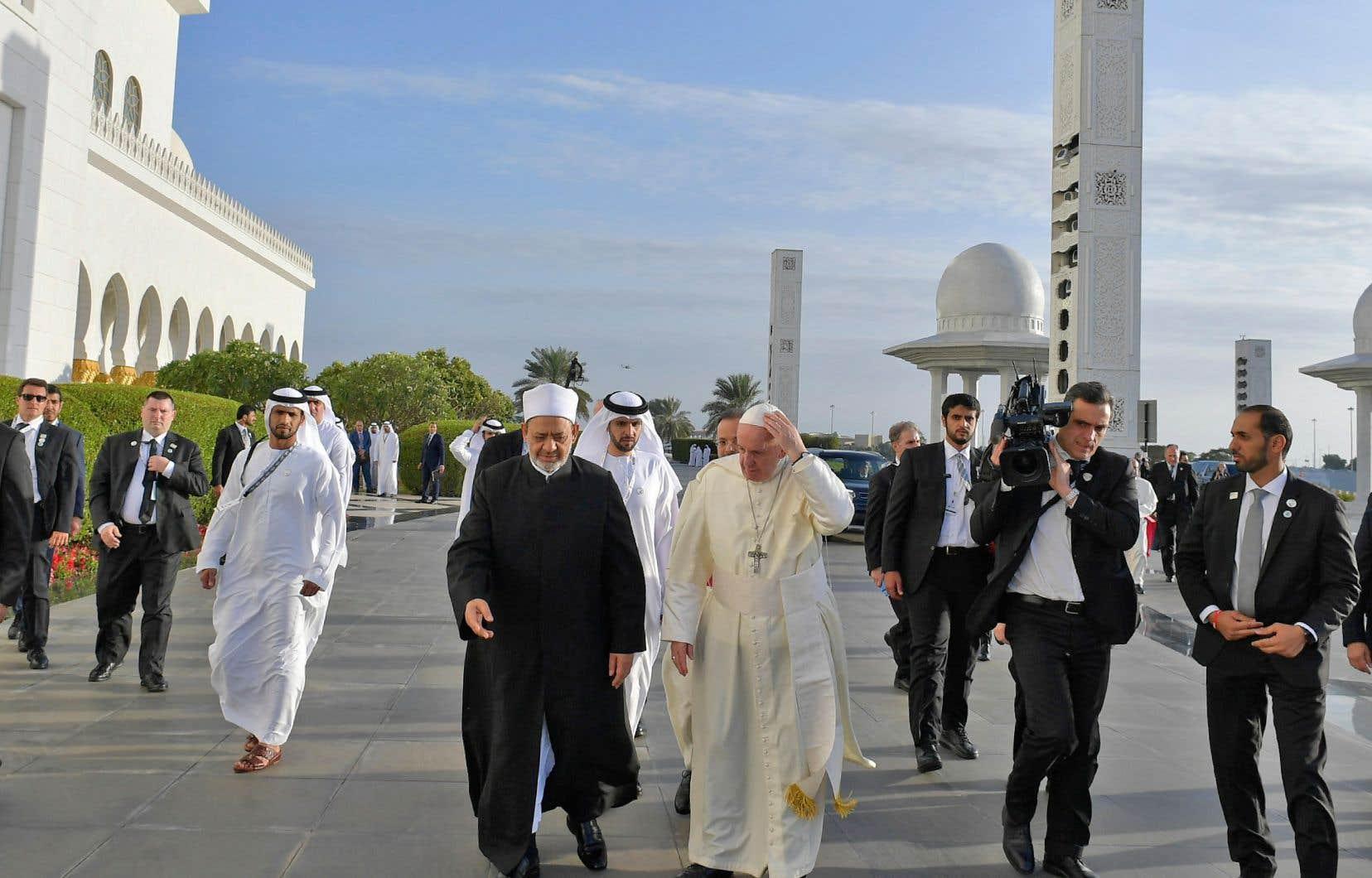 Le pape François rencontre lundi le grand imam sunnite d'Al-Azhar, cheikh Ahmed al-Tayeb, à qui il avait rendu visite en Égypte en 2017.