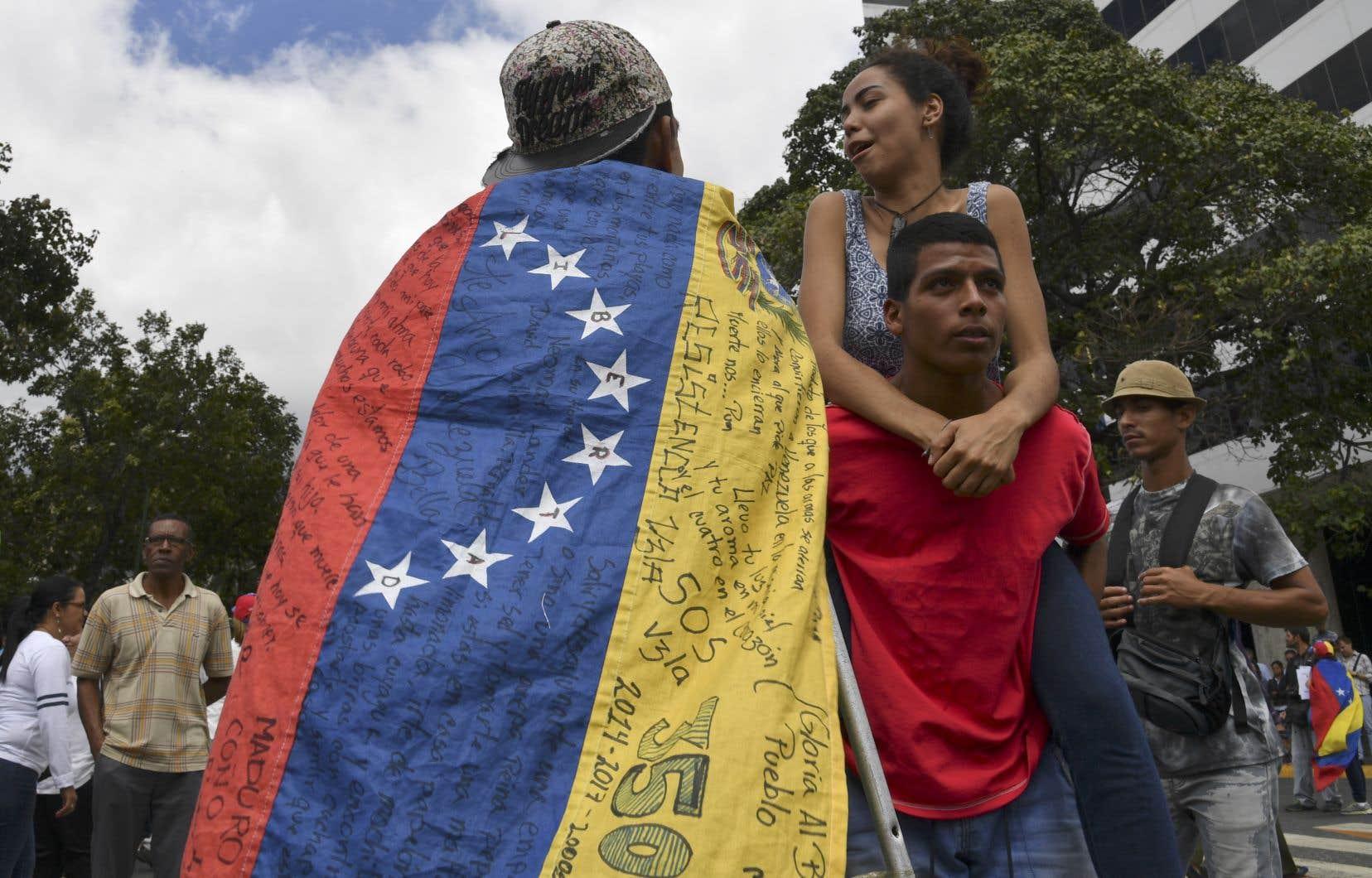 Des manifestants dans les rues de Caracas
