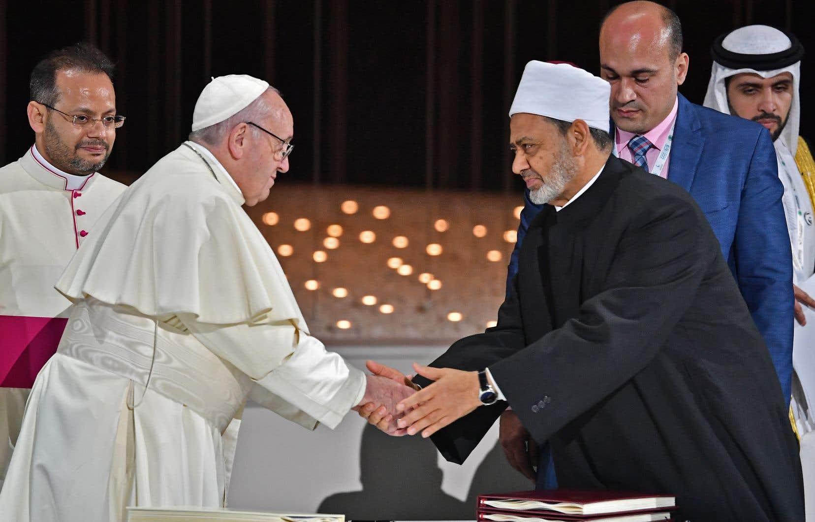 Le pape François est le premier chef de l'Église catholique à fouler le sol de cette région qui fut le berceau de l'islam.