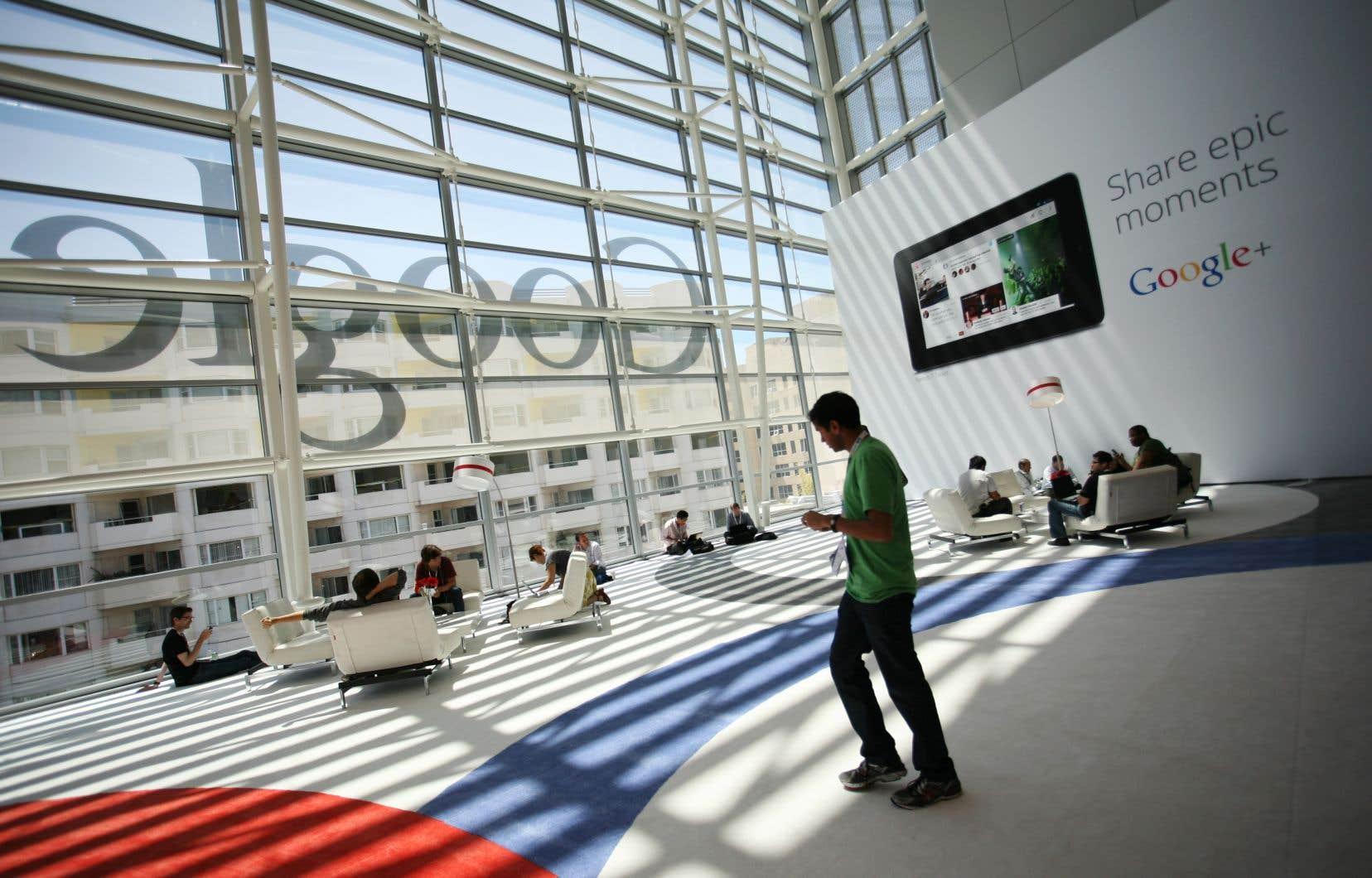Le chiffre d'affaires de Google s'est établi à 39,3milliards, en hausse de 21% par rapport aux 32,3milliards de la même période un an plus tôt.