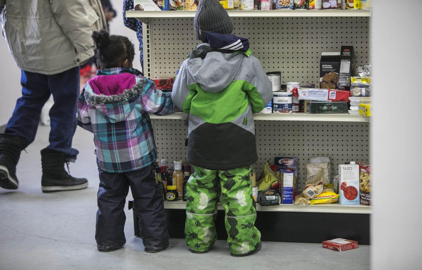 <p>Les enfants totalisent 35,2% des personnes ayant recours aux banques alimentaires alors qu'ils ne représentent que 20% de la population.</p>