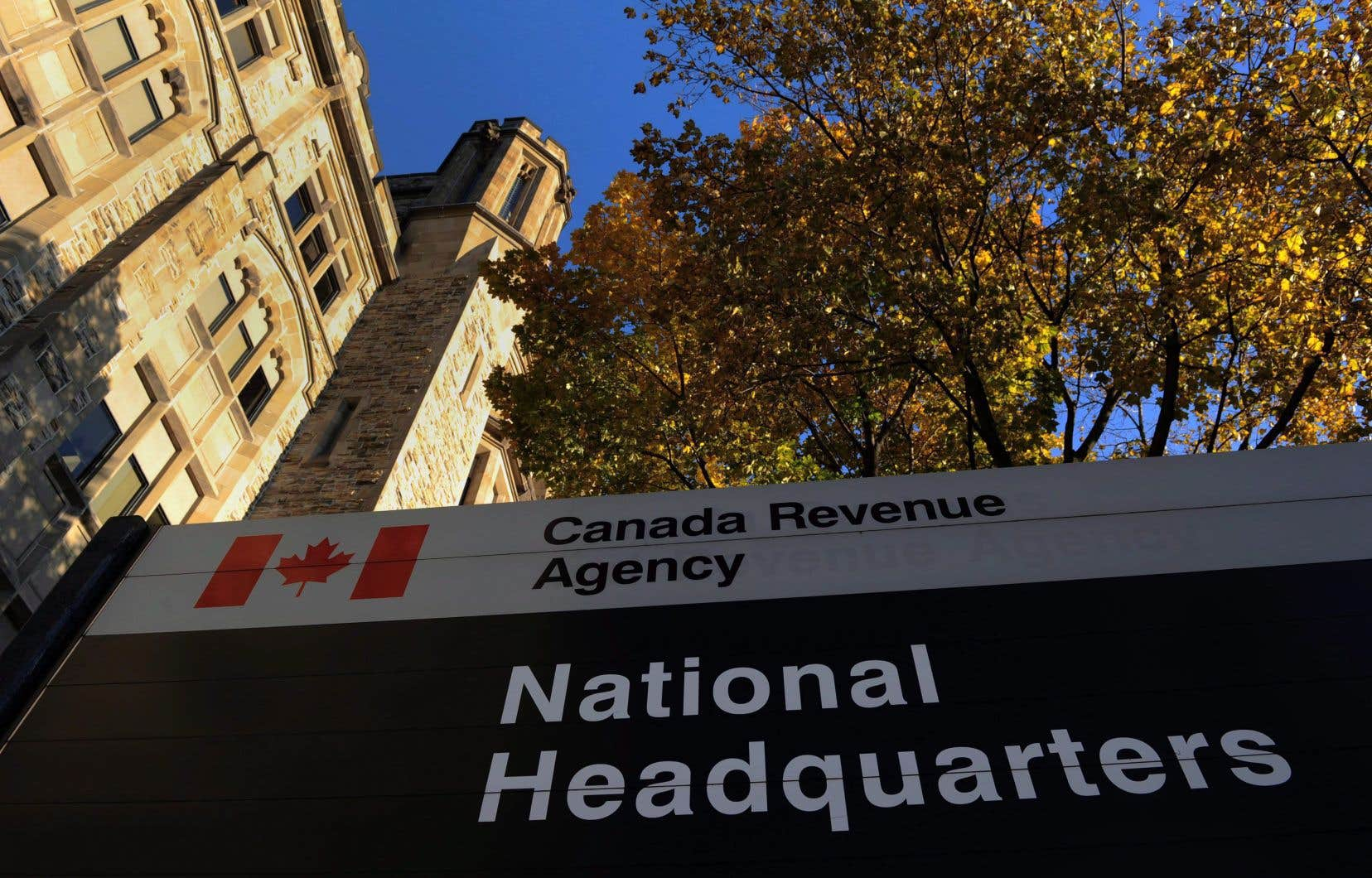 Le Québec devrait harmoniser sa fiscalité à celle de l'ensemble du pays et des autres provinces pour établir une déclaration de revenus unique, a souligné la ministre Diane Lebouthillier