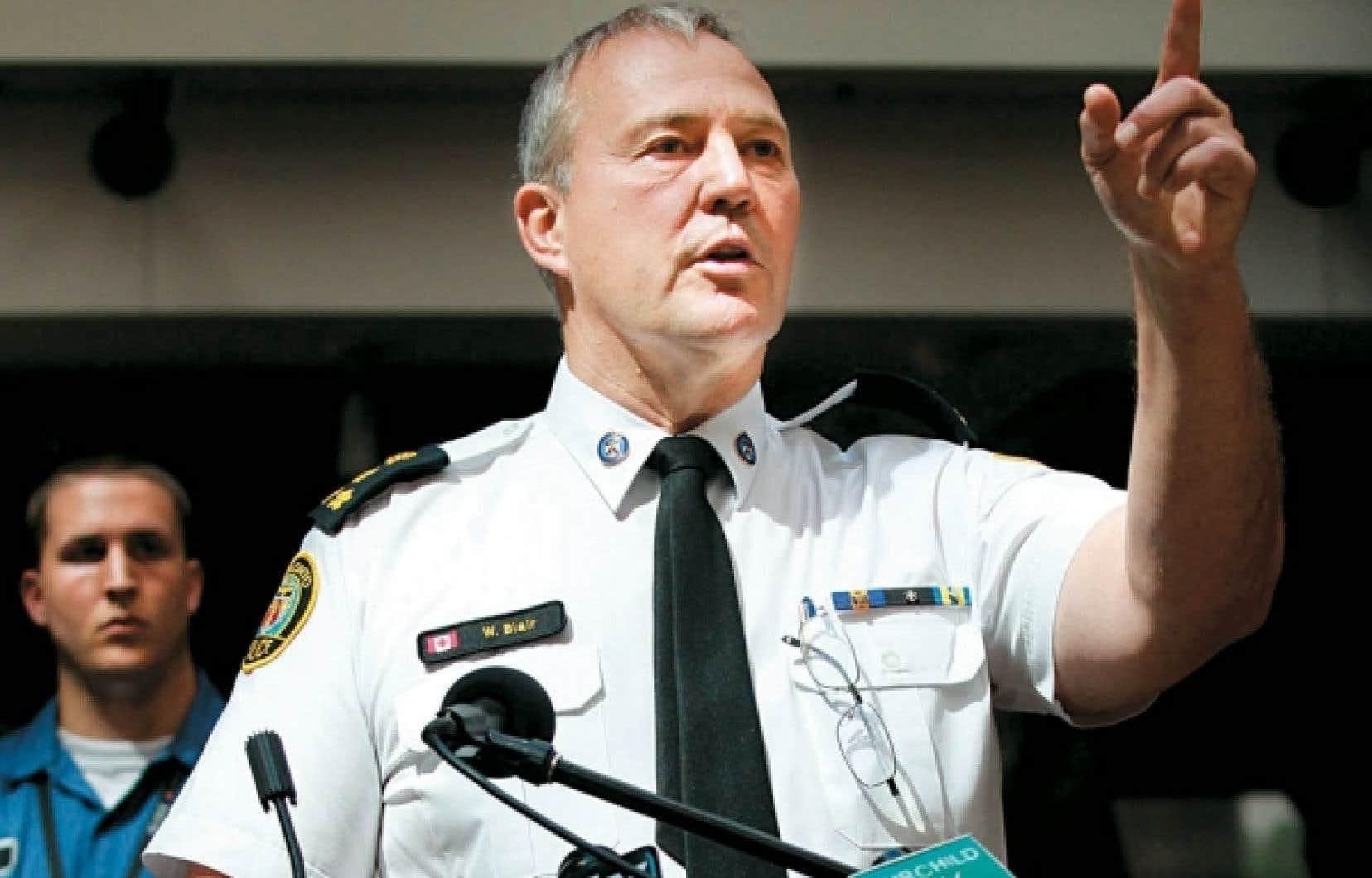Le chef de police de Toronto, Bill Blair, a défendu l'intervention de ses policiers, affirmant qu'ils n'ont fait que protéger la ville contre des criminels.<br />