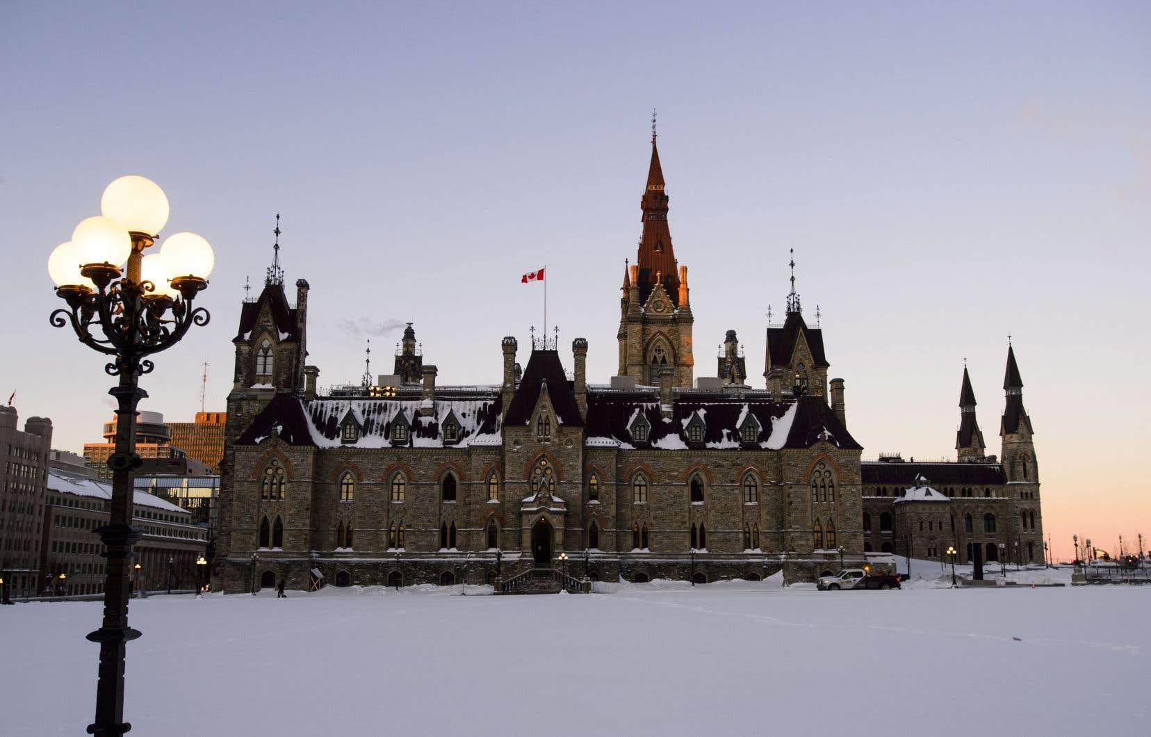 En tout, 80 députés — majoritairement conservateurs et bloquistes — ont voté pour la motion qui soutient la demande du premier ministre François Legault.