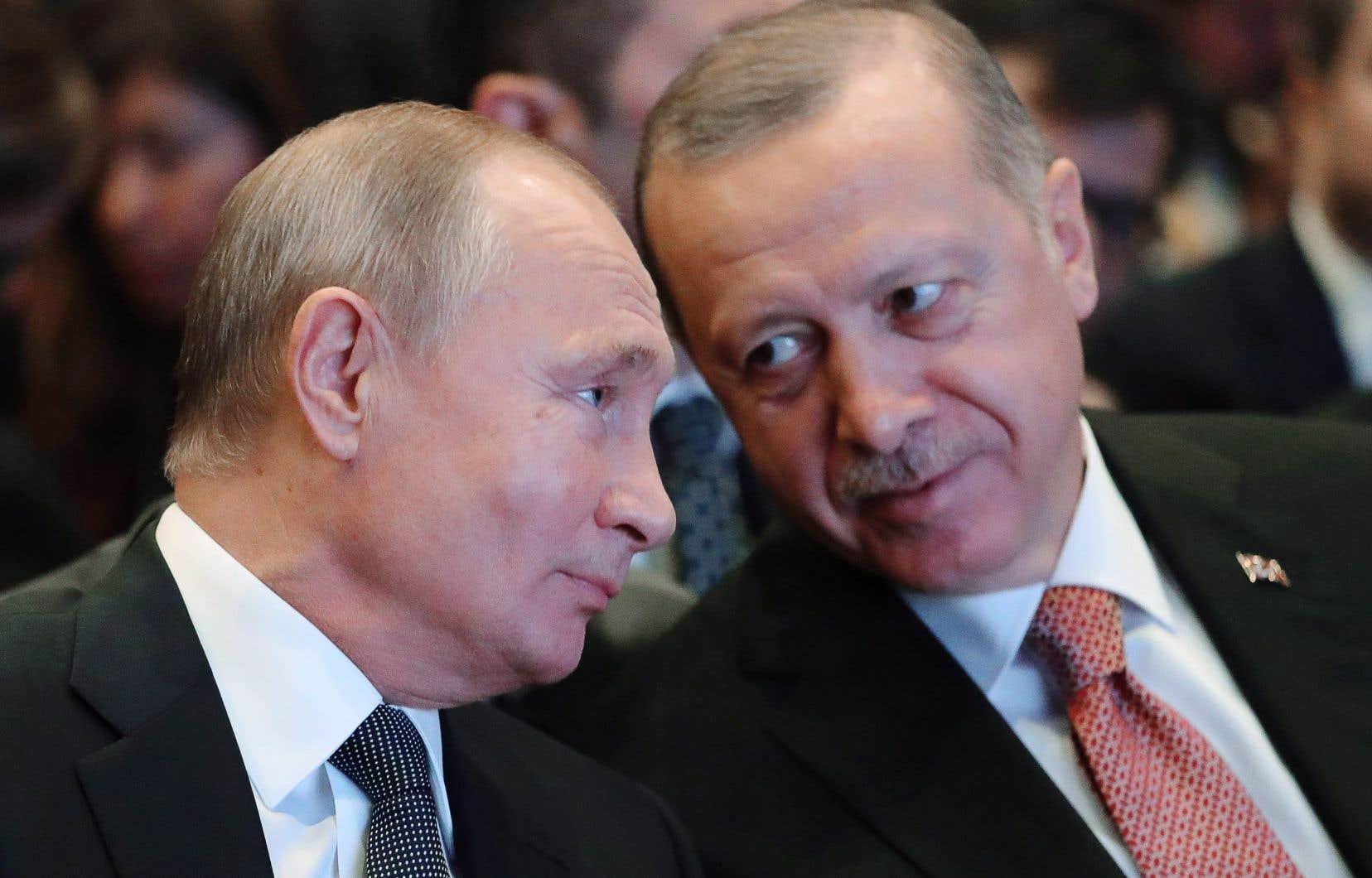 «Les régimes [de Poutine et Erdogan] sont emblématiques de la démocratie autoritaire qui a pris corps aujourd'hui dans quelques pays d'Europe et d'Amérique», analyse l'auteur.