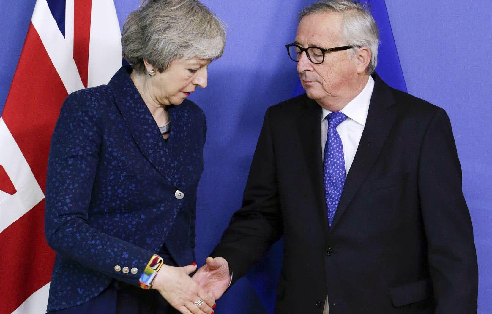 La première ministre britannique, Theresa May, et le président de la Commission européenne, Jean-Claude Juncker