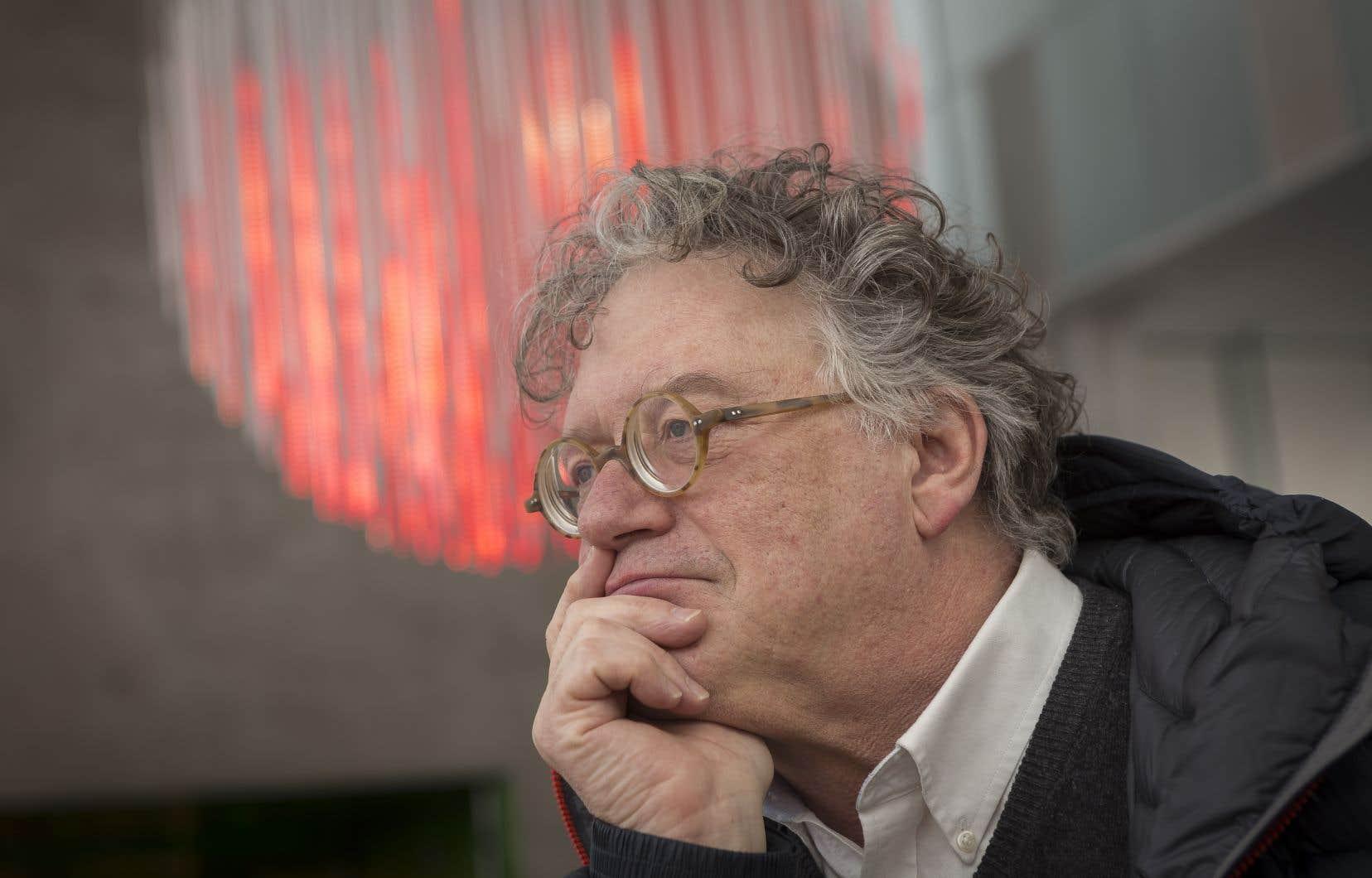 Jonathan Watkins agit comme commissaire de la biennale.