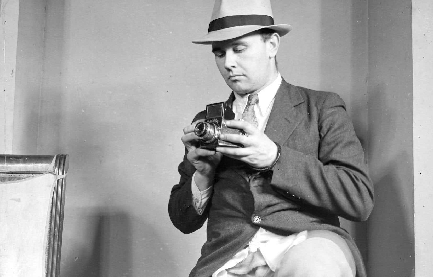 Autoportrait du photographe Conrad Poirier en 1939