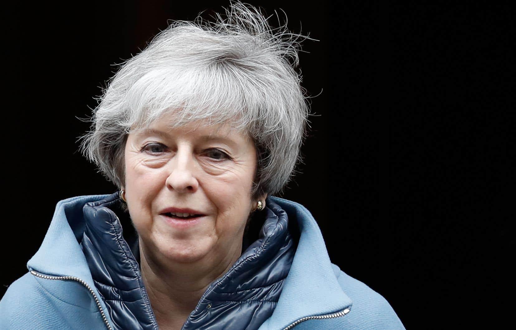 La première ministre britannique, Theresa May, a essuyé jeudi une défaite embarrassante au Parlement.
