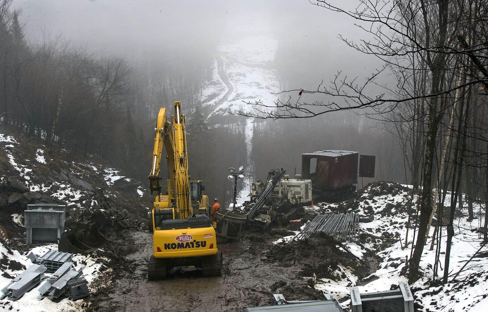 Depuis l'été, Hydro-Québec et ses sous-traitants ont reçu au moins 15 constats d'infraction pour avoir enfreint la Loi sur la qualité de l'environnement lors des travaux de construction de la ligne Grand-Brûlé–Saint-Sauveur.