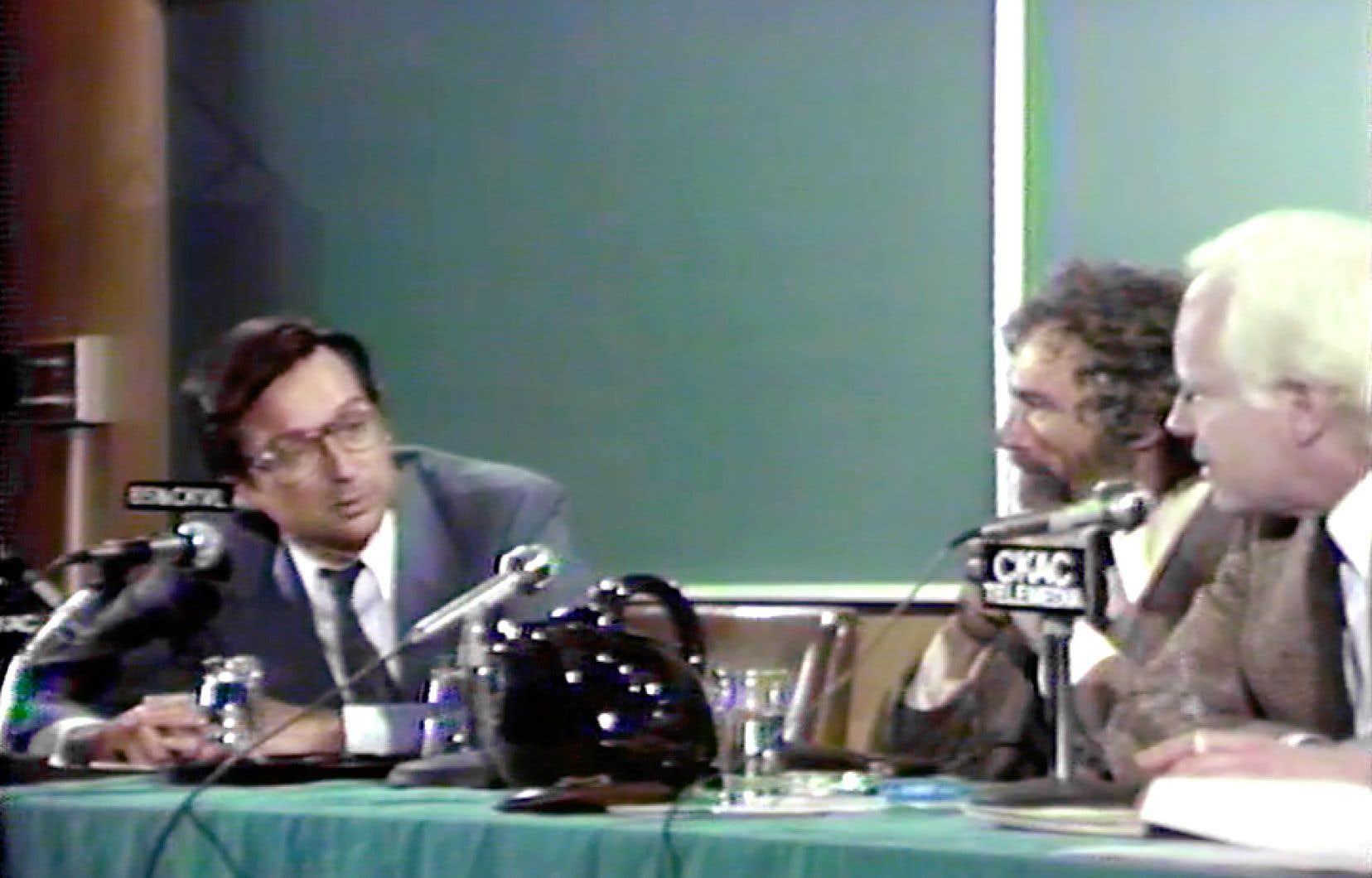 La captation vidéo du débat entre Robert Bourassa et Pierre Bourgault a été retrouvée par deux bibliothécaires de l'Université de Montréal.
