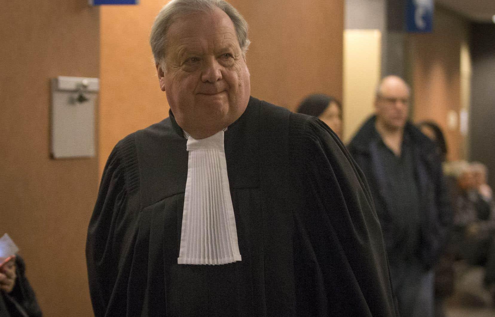 À ce stade-ci des procédures, Éric Salvail n'avait pas à être lui-même sur place, il a donc choisi d'être représenté par son avocat, Michel Massicotte.