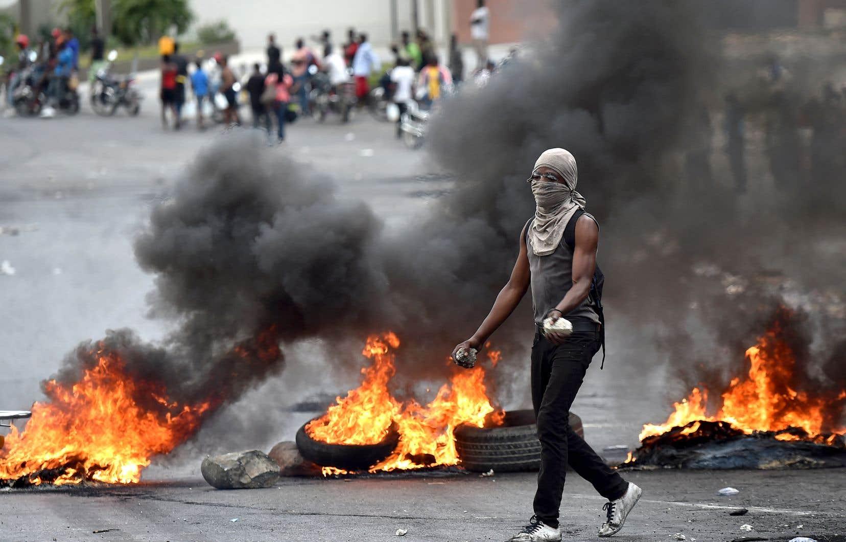 Dans le centre-ville de Port-au-Prince, les manifestations antigouvernementales se poursuivaient vendredi et des barricades étaient toujours érigées sur les routes.