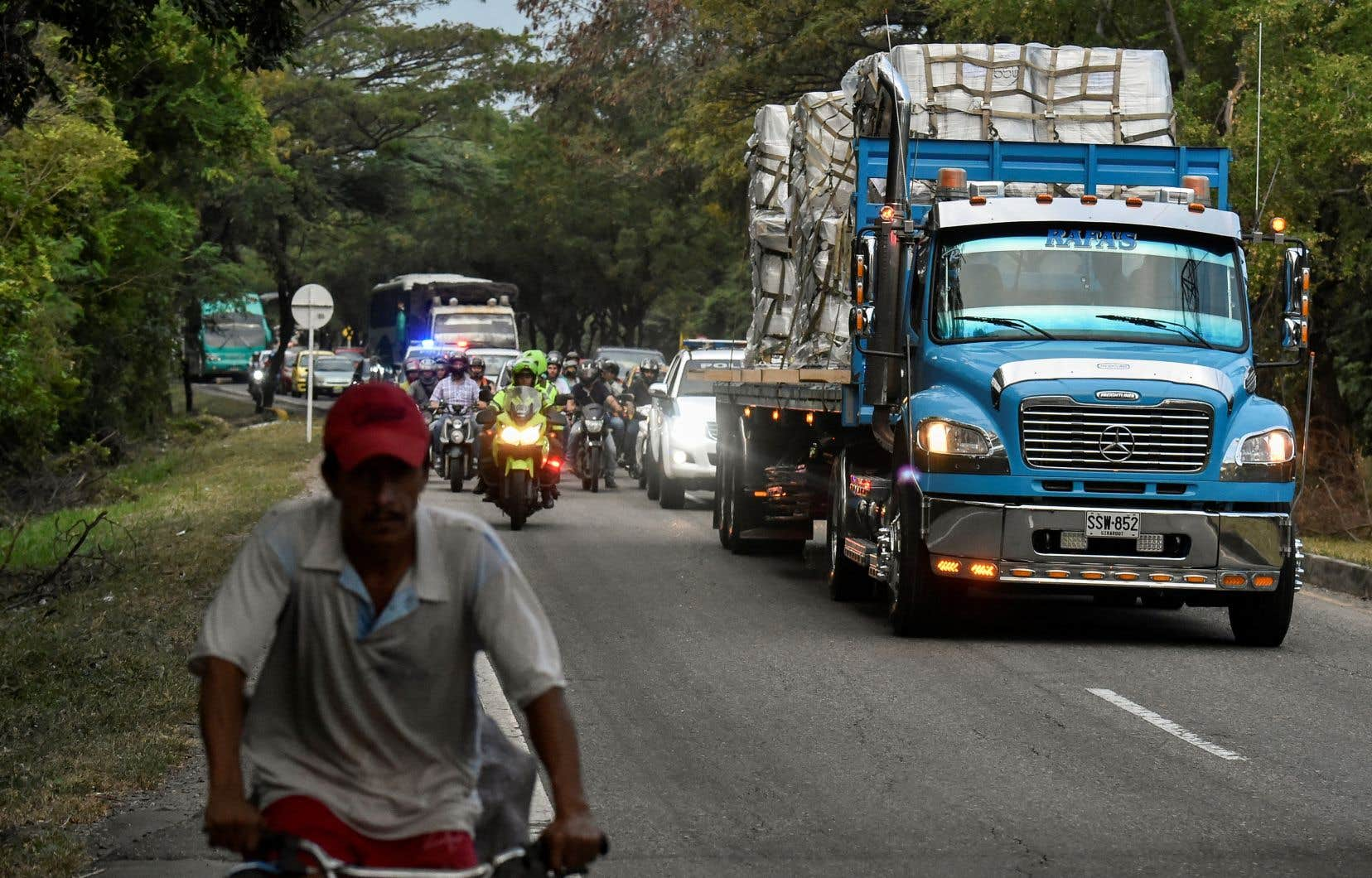 Plusieurs dizaines de tonnes d'aide humanitaire des États-Unis, destinée au Venezuela, sont arrivées samedi du côté colombien de la frontière.