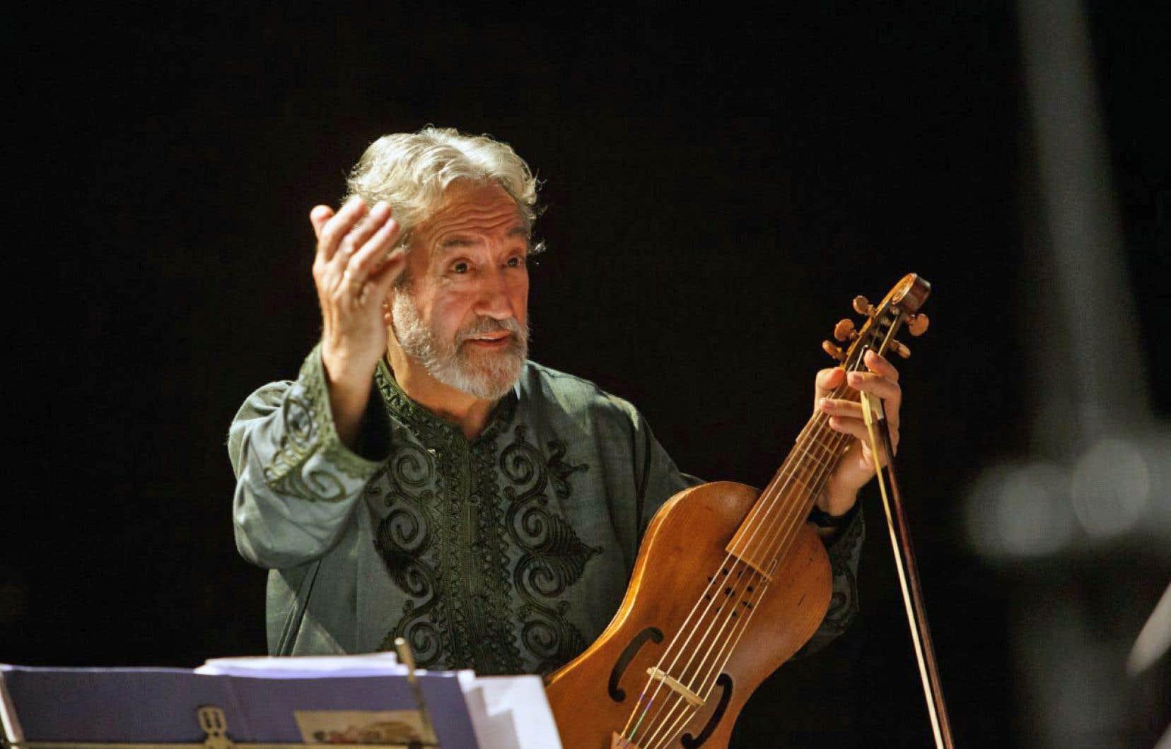 Regarder le jeu d'archet du musicien catalan Jordi Savall est un plaisir et un spectacle en soi.