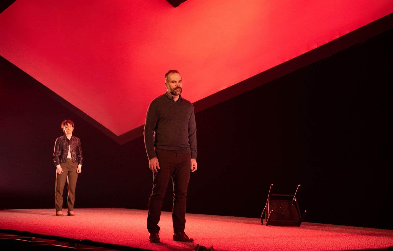 Traduite avec des accents très crédibles par Yves Morin, la pièce repose sur un délicat dosage entre deux couleurs.