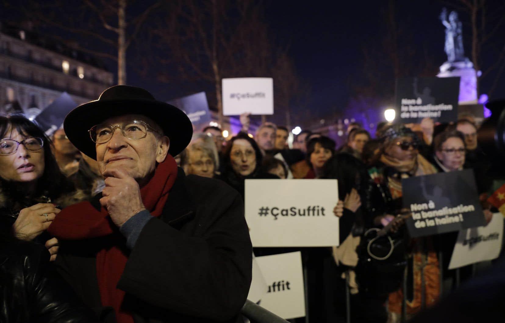 À Paris, c'est à la place de la République qu'affluait une large foule portant des pancartes «Non à la banalisation de la haine» ou «Ça suffit !».