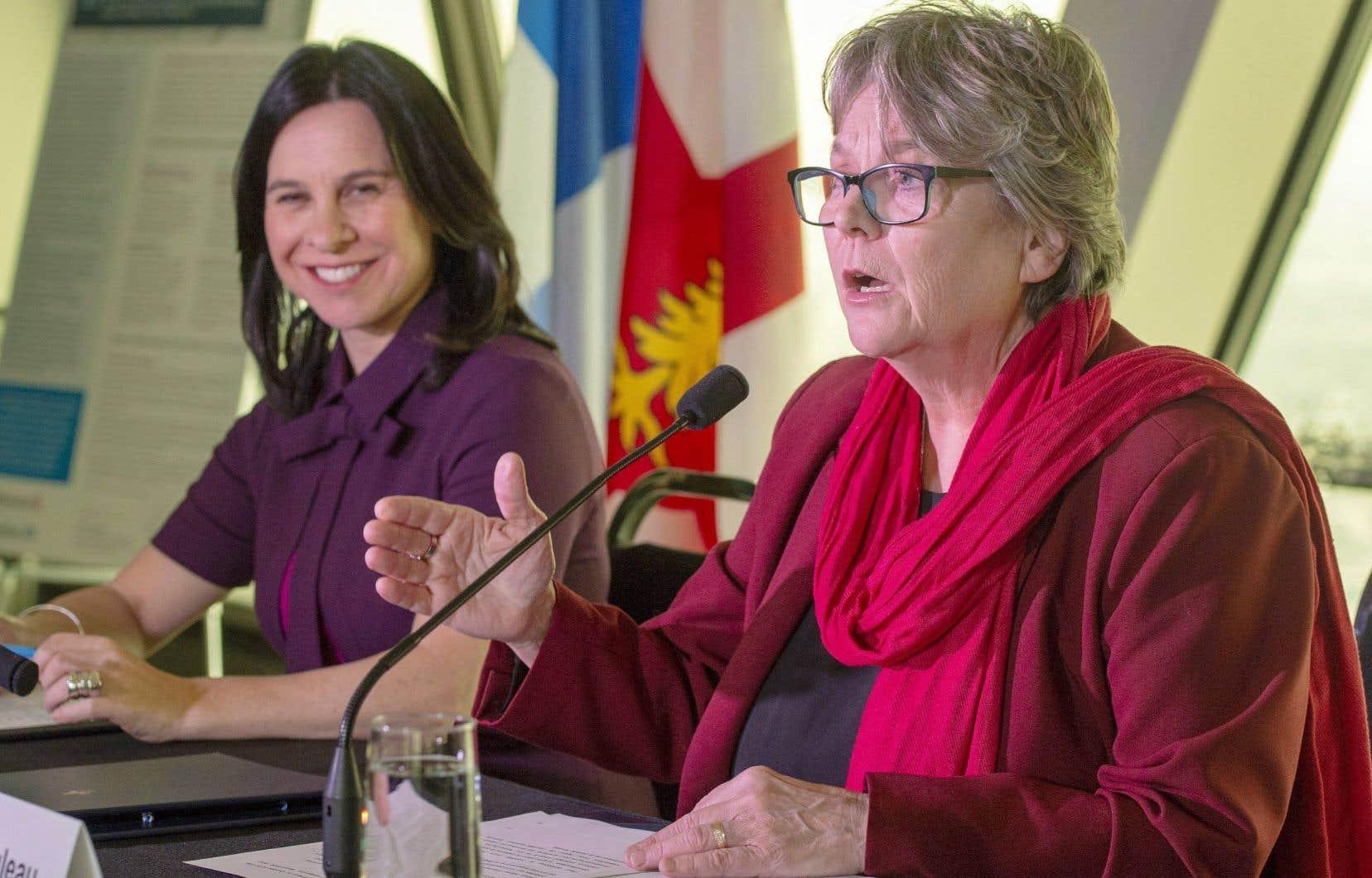 La mairesse Valérie Plante et la ministre responsable de la Métropole, Chantal Rouleau, ont présenté mardi les détails du programme pour la réhabilitation des terrains contaminés.