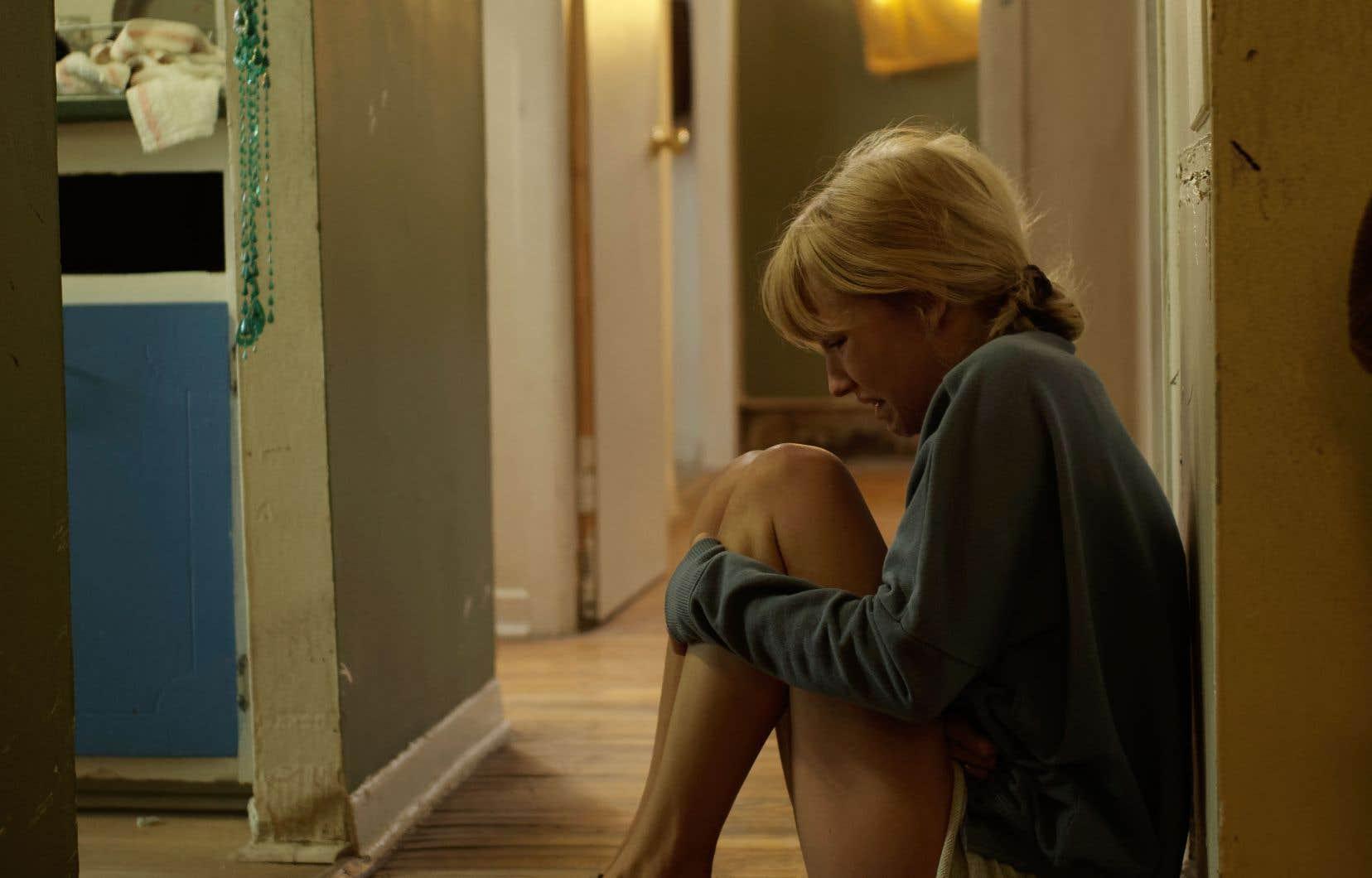 La jeune comédienne Rose-Marie Perreault est très solide dans le rôle complexe de Sophie, où elle subit à la fois de la violence physique et psychologique.
