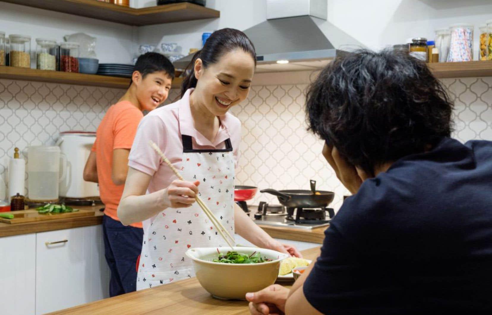 Eric Khoo déploie un arsenal de séduction connu et convenu pour faire saliver le spectateur, optant d'emblée pour les cadrages savamment serrés et bien éclairés mettant en relief les aliments.