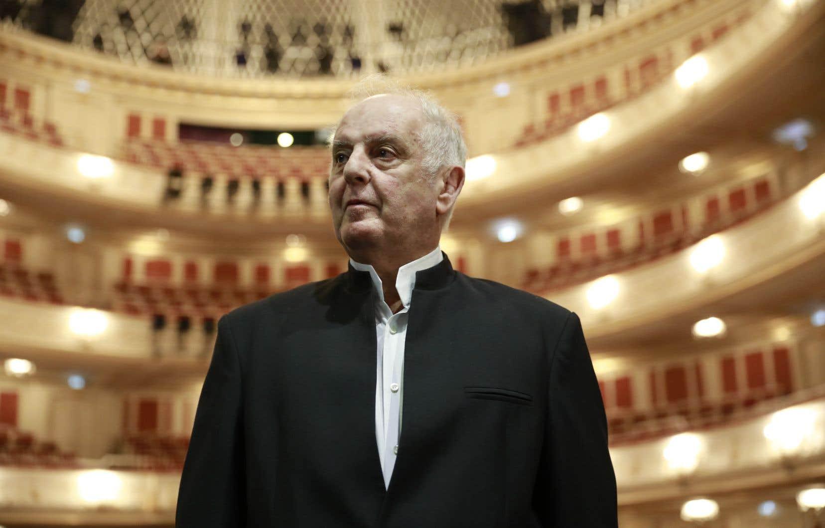 Pour le chef israélo-argentin Daniel Barenboim, cette campagne est liée aux négociations en cours pour qu'il soit prolongé au poste de directeur musical de l'orchestre.